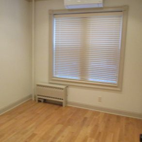Beautiful 2 br , lr , dr , w/d ,gorgeous kitchen with m/w , d/w located in Windsor terrace