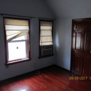 BEAUTIFUL 2 BR, LR, HARDWOOD FL, KITCHEN LOCATED IN KENSINGTON